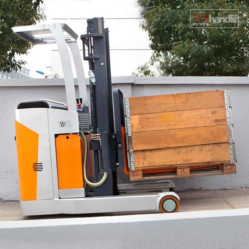 Electric Stand Up Reach Truck Use Testing